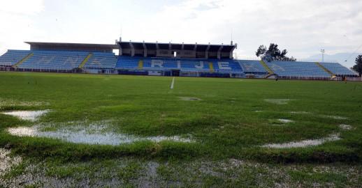 Utakmica-Rijeka-Osijek-tek-12.-veljace-podzemne-vode-ostetile-travnjak-na-Kantridi_ca_large